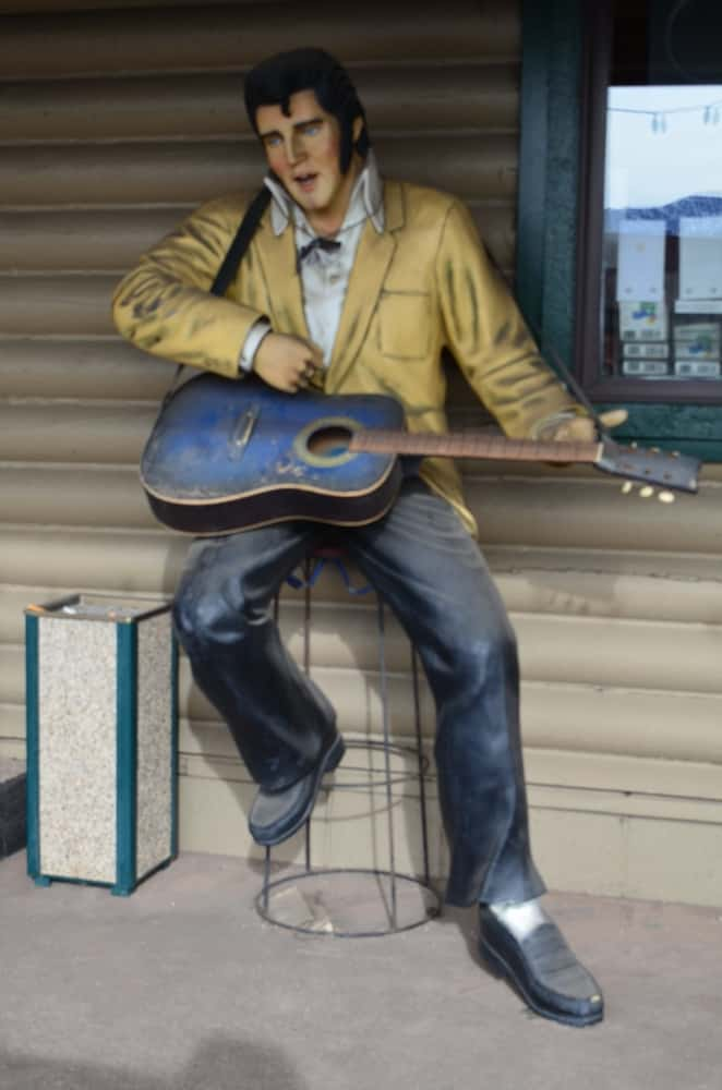 This Elvis Presley Statue sitting on a chair and playing a guitar is a popular landmark in the town. It is set just outside the Guns and Ammo store.