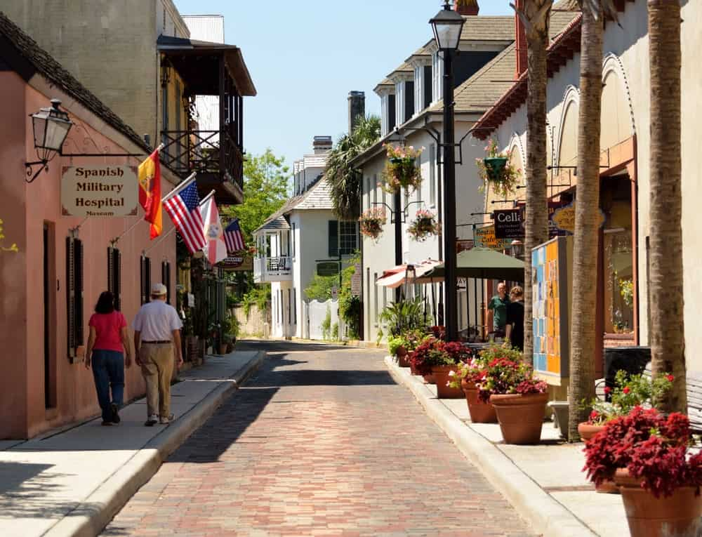 It's impossible to not walk this historic, oldest street in the nation when visiting the oldest city in US, St. Augustine. This street dates back to early 17th century.