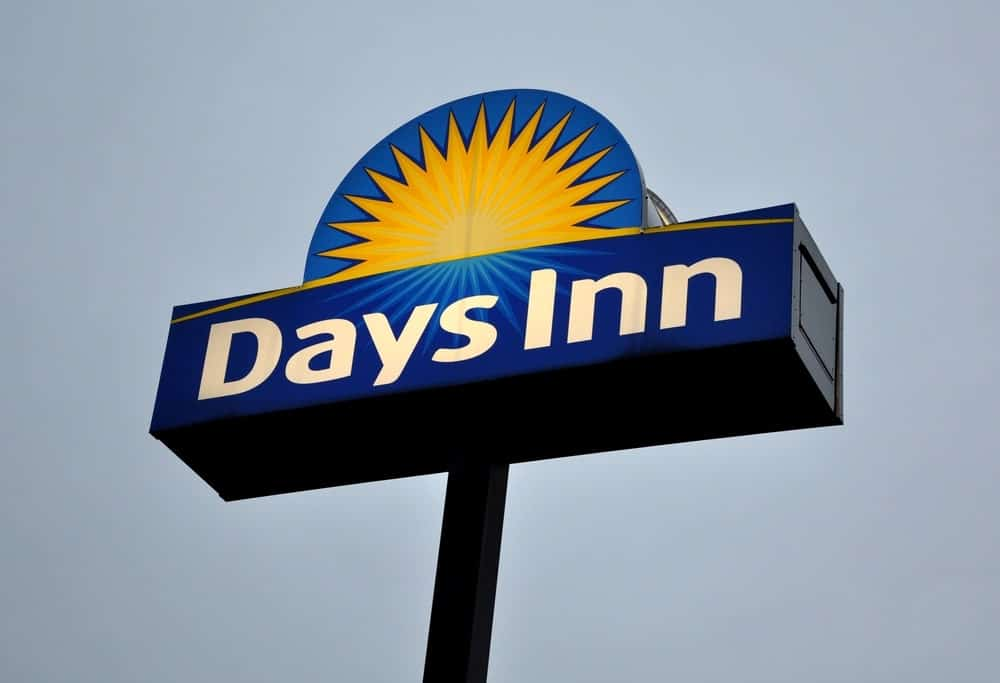 Another place with an outdoor pool is the Days Inn by Wyndham, located just 25 minutes from downtown Austin.