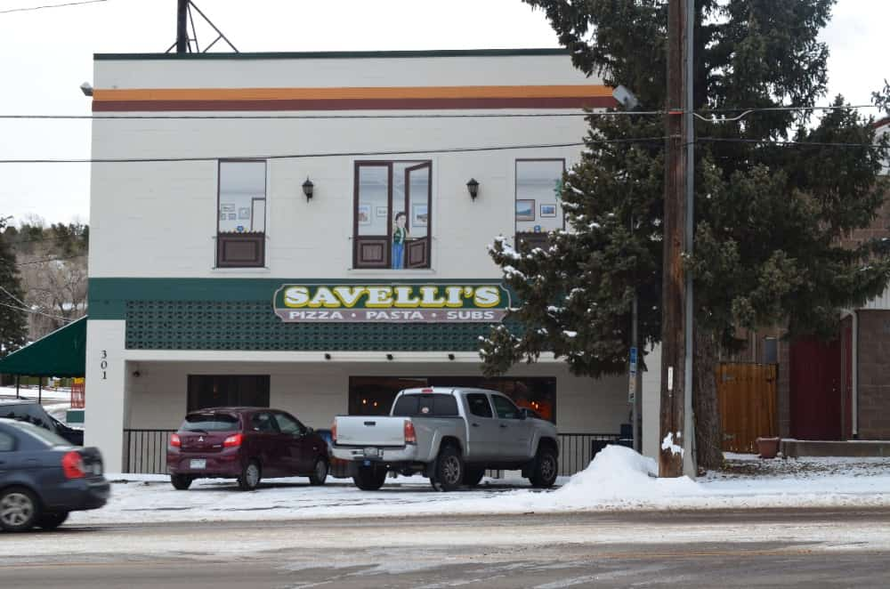 Savelli's has always been Manitou Spring's best pizza joint. Very popular since 1998, Savelli's continue to serve delicious pizza, pasta, subs and other Italian recipes.