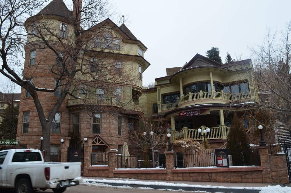The Cliff House at Pikes Peak is known for several options for an excellent dining experience. The Red Mountain Bar and Grill along with the Dining Room are the best choice.