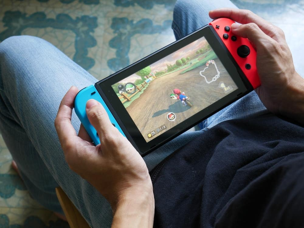 A man playing Mario Kart on his Nintendo Switch.