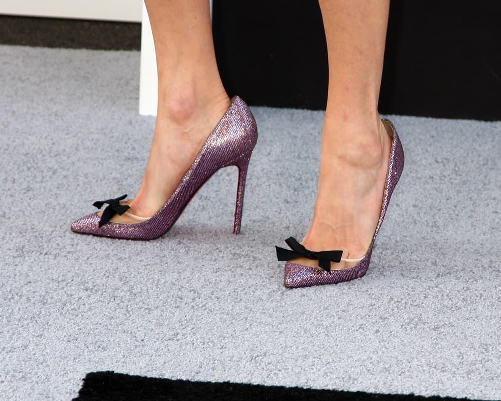 Sarah Chalke's feet wearing high heels.