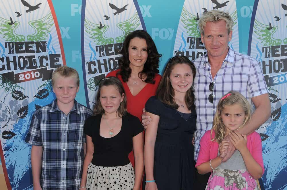 Gordon Ramsay with his family at the 2010 Teen Choice Awards.