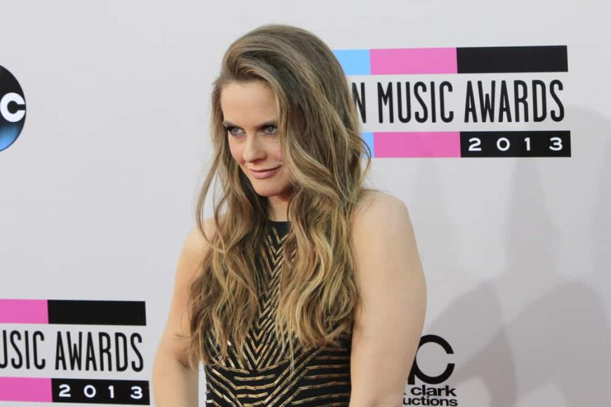 Alicia Silverstone attended the 2013 American Music Awards.